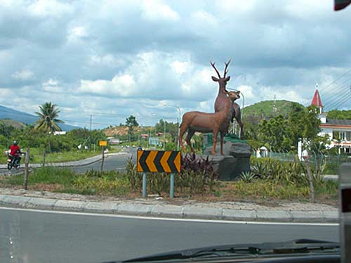 city-roundabout-deer.jpg