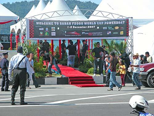 f2000-sabah-boat-race-2008-01.jpg