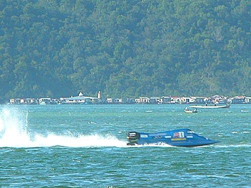 f2000-sabah-boat-race-2008.jpg
